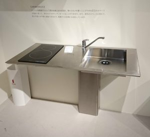 シンプルなステンレスのキッチン